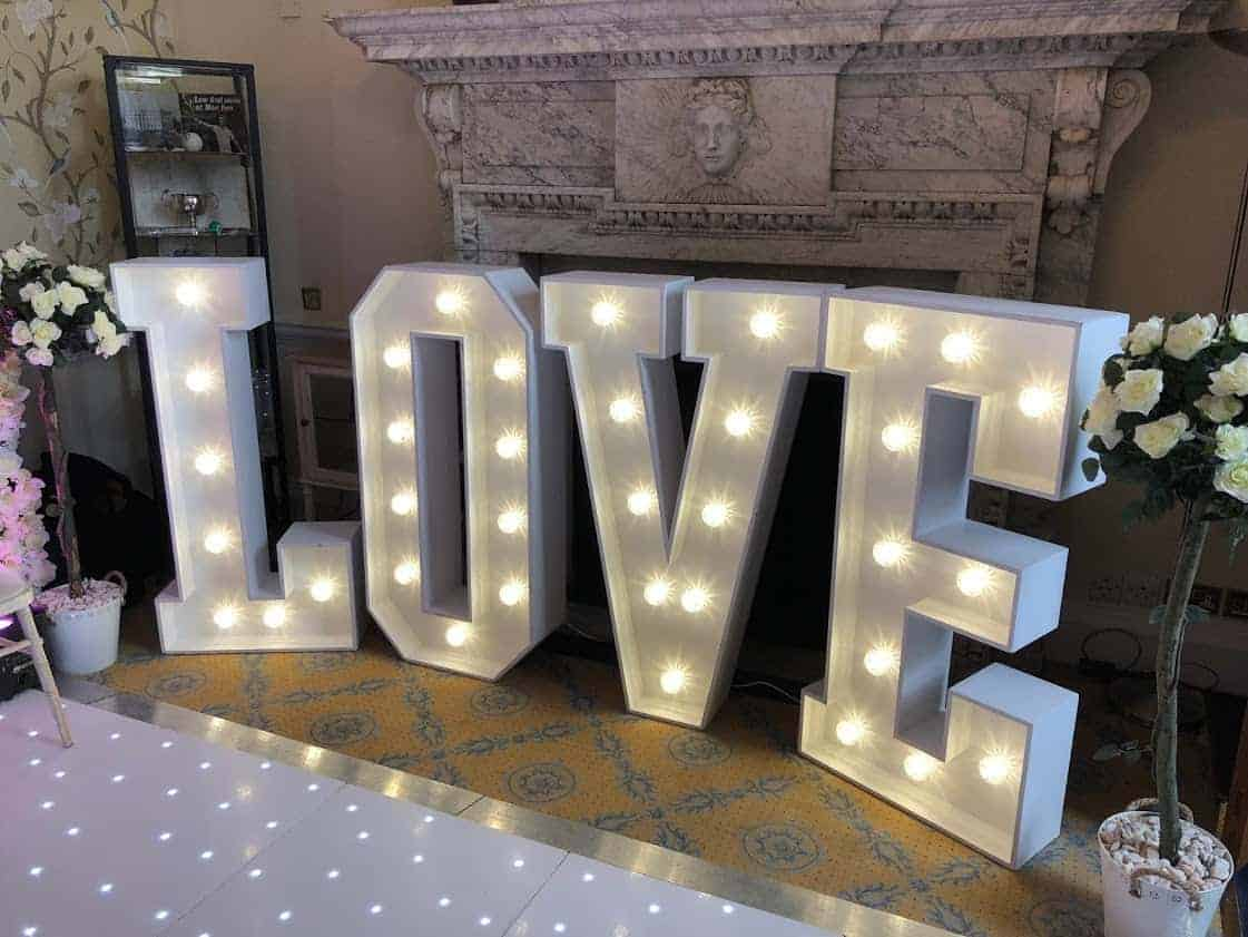 giant-letters-hire-love-image